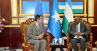 Sawirro: Madaxweyne Deni oo Madaxtooyada Garoowe ku qaabilay Ergayga Midow-ga Europe ee Somalia (muuqaal)