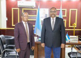 Sawirro: Madaxweyne Deni oo Qasriga Madaxtooyada Garowe ku qaabilay Qunsulka cusub ee Ethiopia ee Puntland